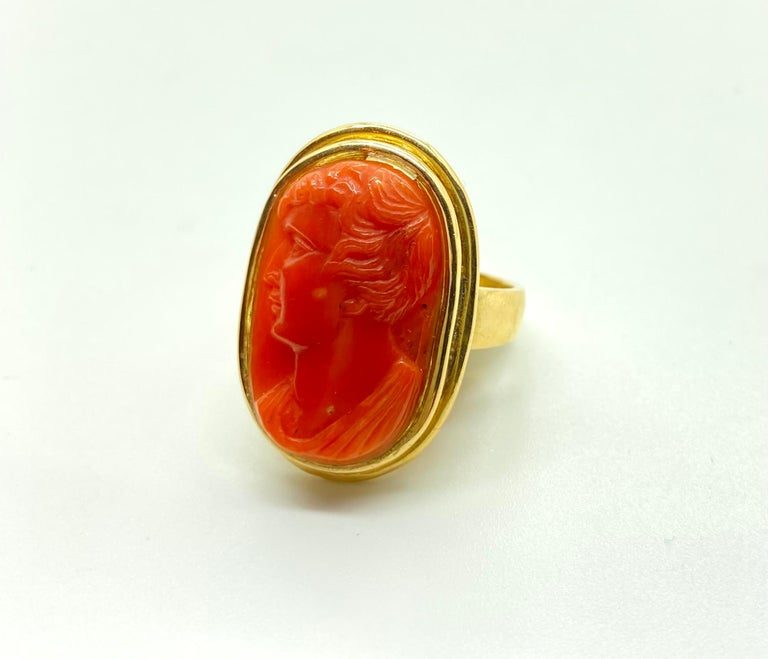 Antique Carved Coral Cameo Yellow Gold Ring In Good Condition For Sale In New York, NY