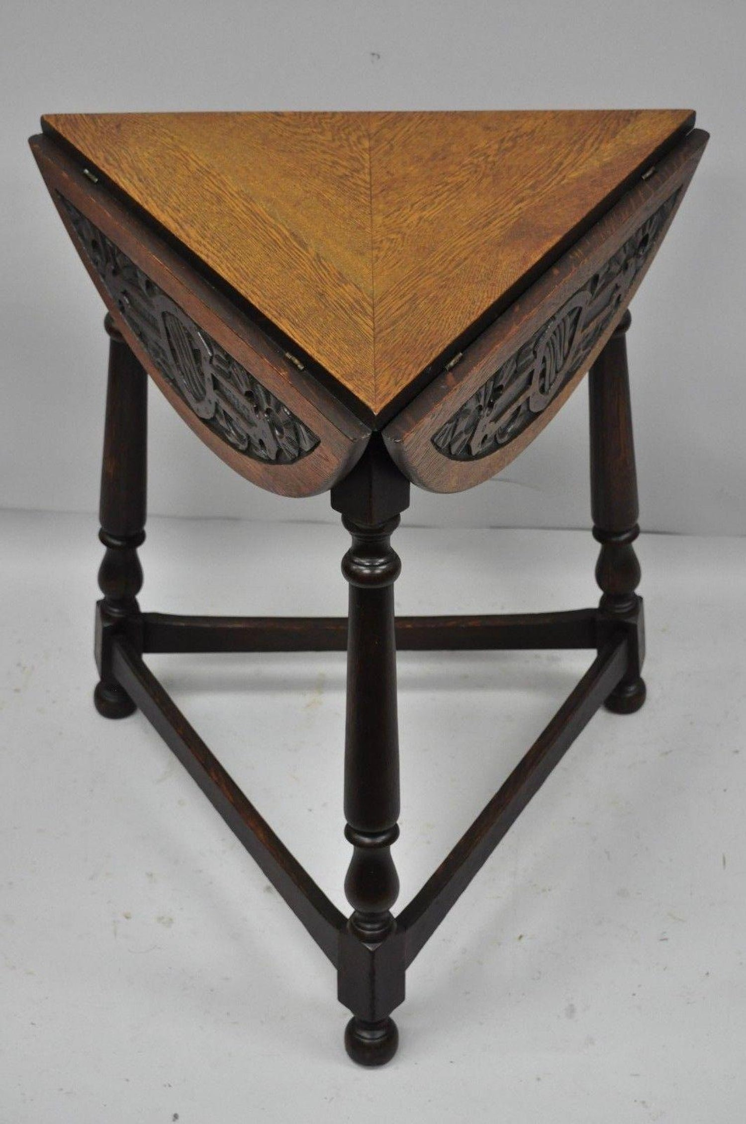 Groovy Antique Carved Oak Wood Renaissance Revival Triangle Drop Squirreltailoven Fun Painted Chair Ideas Images Squirreltailovenorg