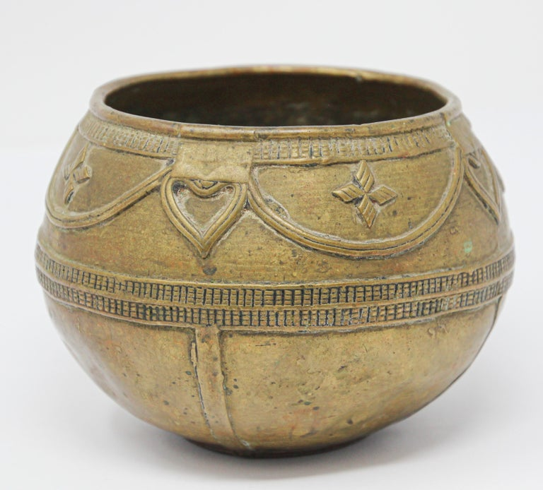 Antique Cast brass Measuring Bowl from Northern India For Sale 8