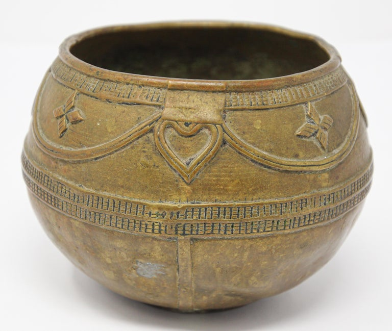 Antique Cast brass Measuring Bowl from Northern India In Good Condition For Sale In North Hollywood, CA