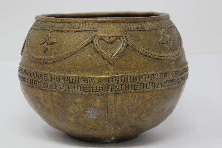 Antique Cast brass Measuring Bowl from Northern India For Sale 1