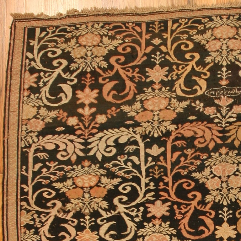 Antique Caucasian Karabagh Soumak Rug. Size: 7 ft 2 in x 9 ft 2 in In Good Condition For Sale In New York, NY
