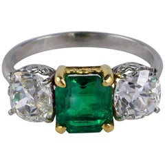Antique Certified 1.62 Ct Colombian Emerald 2.80 Ct Old Mine Diamond Trilogy rin