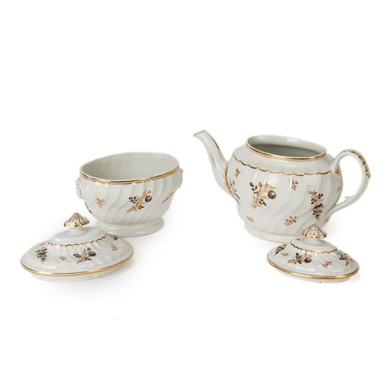 Antique Chamberlain Worcester White Floral Porcelain Tea Service, 18th Century For Sale 8