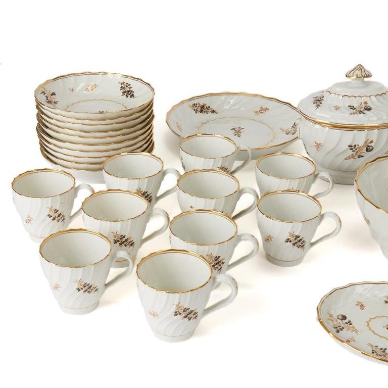 British Antique Chamberlain Worcester White Floral Porcelain Tea Service, 18th Century For Sale