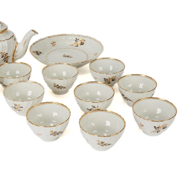 Antique Chamberlain Worcester White Floral Porcelain Tea Service, 18th Century In Fair Condition For Sale In Bishop's Stortford, Hertfordshire