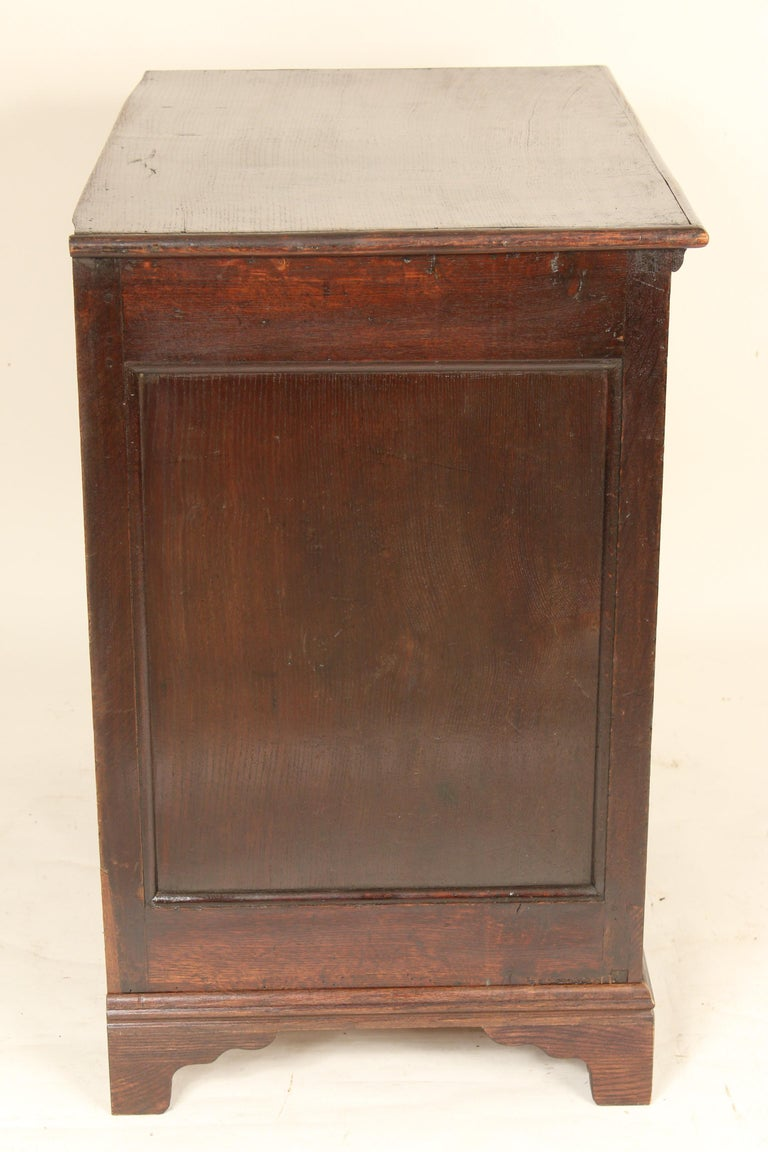 Antique Charles II Style Oak Chest of Drawers In Good Condition For Sale In Laguna Beach, CA