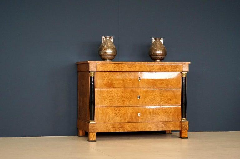 Antique Chest of Drawers, circa 1815, German Biedermeier, Restored In Excellent Condition For Sale In Greven, DE