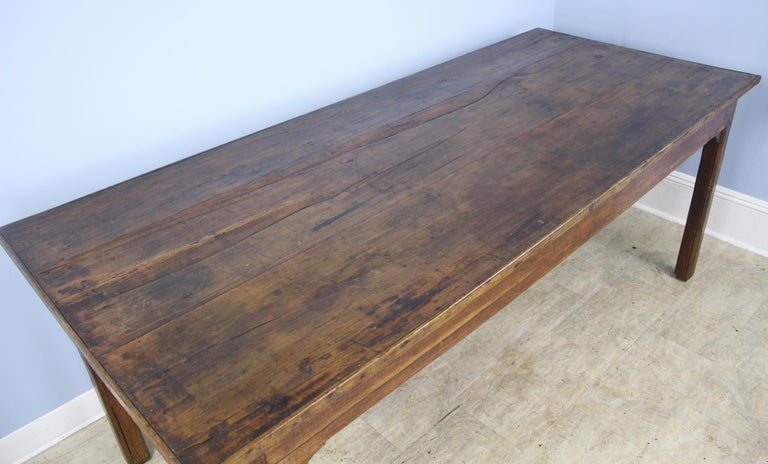Antique Chestnut Farm Table with Decorative Edge In Good Condition For Sale In Port Chester, NY