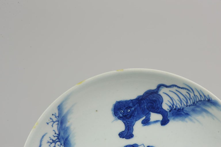 Antique Chinese circa 1600 Porcelain China Plate Marked Base Animals Tiger For Sale 4