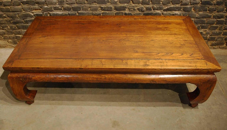 Antique Chinese Carved Elmwood Kang Daybed or Opium Table in Warm Honey Color For Sale 2