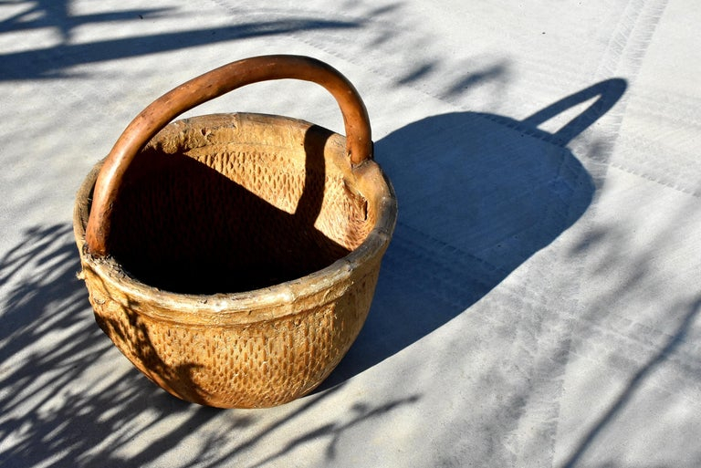 Antique Chinese Country Willow Basket, with Tree Branch Handle and Iron Brackets For Sale 10