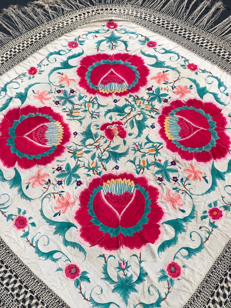 Antique Chinese Embroidered Silk Piano Shawl In Good Condition For Sale In Redding, CT