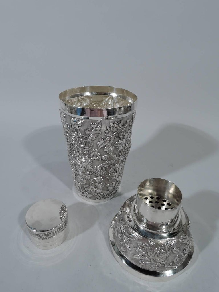 Antique Chinese Export Silver Chrysanthemum Cocktail Shaker In Excellent Condition For Sale In New York, NY