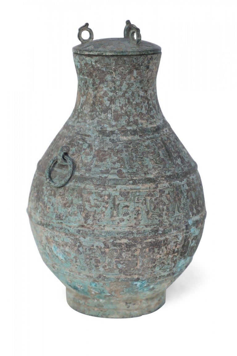Antique Chinese Han Dynasty-Style Lidded Bronze Ritual Wine Vessel In Good Condition For Sale In New York, NY