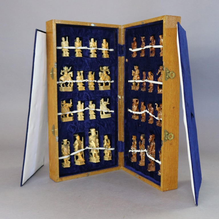 Antique Chinese Highly Detailed Figural Hand Carved Bone Chess Set & Case 1