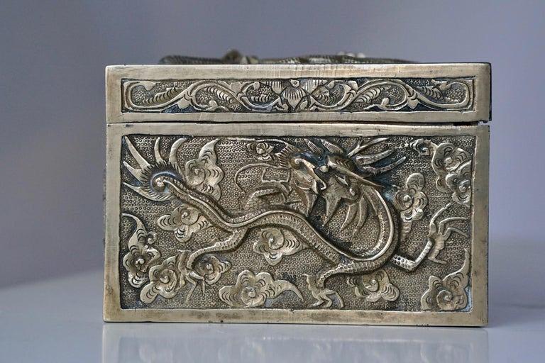 Chinese Jewelry Box In Good Condition For Sale In Antwerp, BE