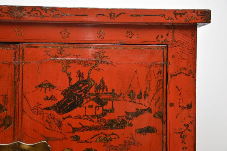 Antique Chinese Lacquered Wedding Cabinet In Good Condition For Sale In London, GB
