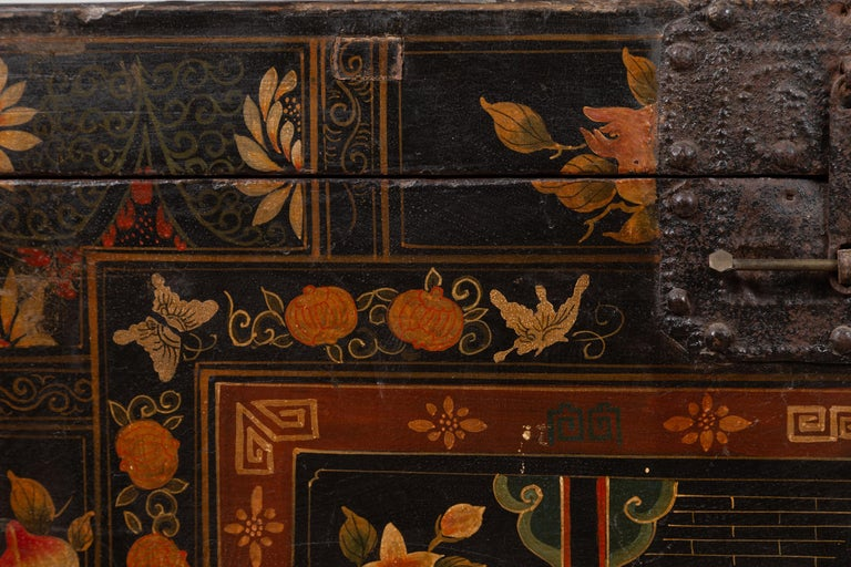 Antique Chinese Large Black Lacquered Trunk with Court Scenes Chinoiserie Decor For Sale 5
