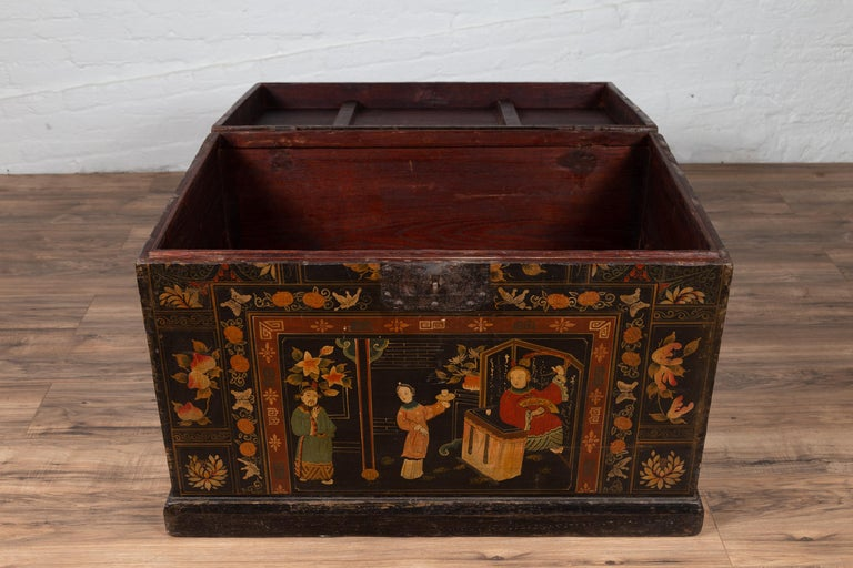 Antique Chinese Large Black Lacquered Trunk with Court Scenes Chinoiserie Decor For Sale 7