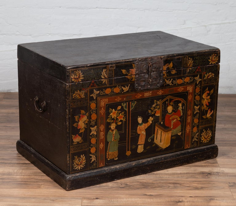 Antique Chinese Large Black Lacquered Trunk with Court Scenes Chinoiserie Decor For Sale 8