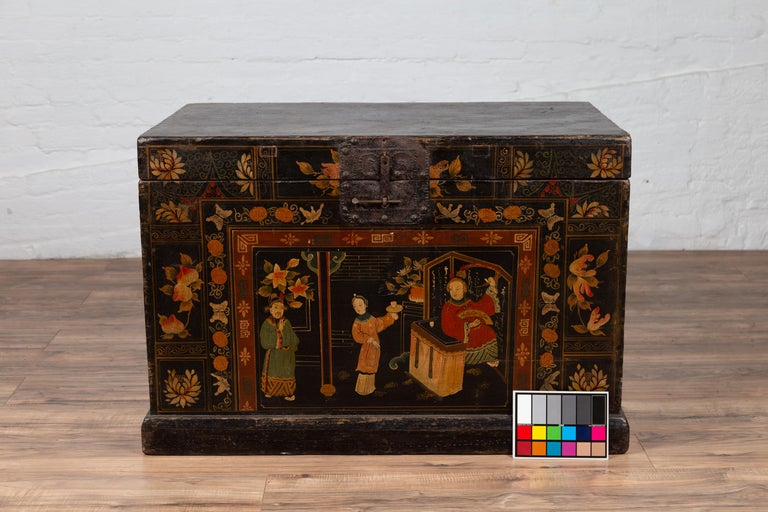 Antique Chinese Large Black Lacquered Trunk with Court Scenes Chinoiserie Decor For Sale 15