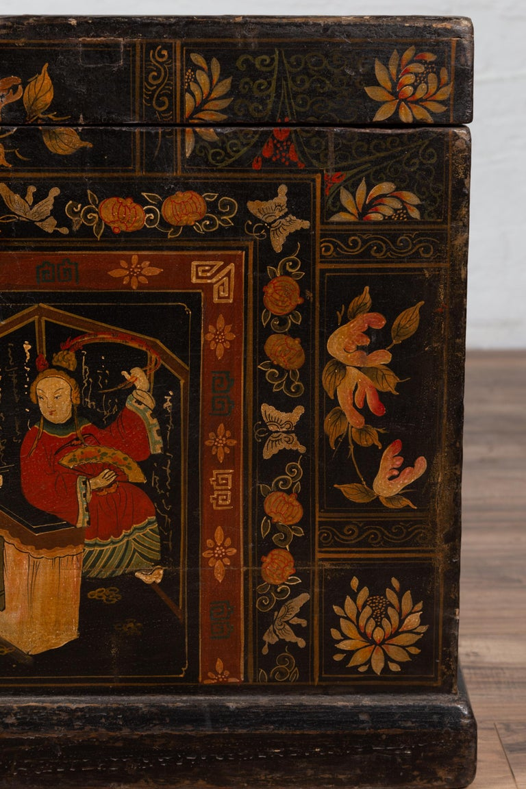 Antique Chinese Large Black Lacquered Trunk with Court Scenes Chinoiserie Decor For Sale 1
