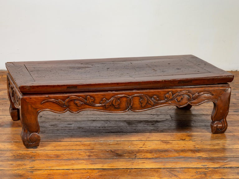 Antique Chinese Ming Dynasty Style Low Prayer Table with Carved Scalloped Apron For Sale 2