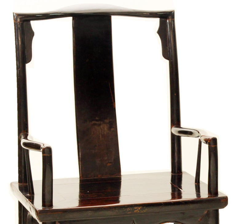 Fine pair of Southern Official's hat armchairs  The crest rail supported by the back posts curving slightly backward at the top decorated with inner spandrels, extending to form the back legs, the back splat in S-curve, curved arm rests with a