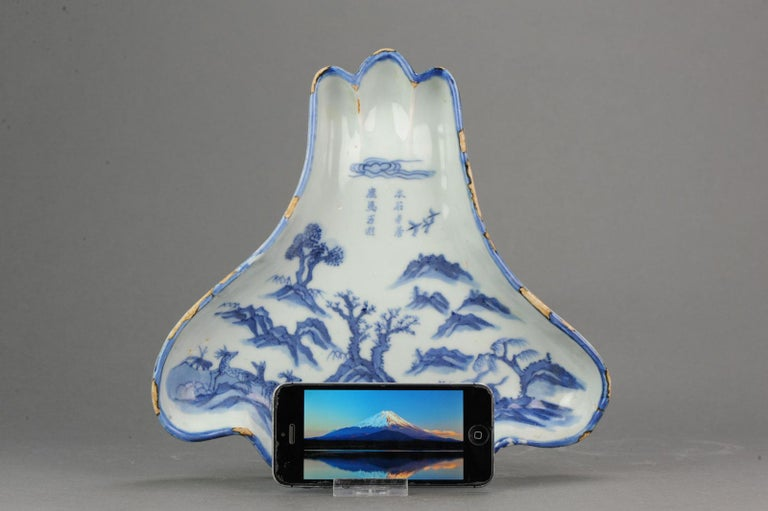 A very nicely decorated serving dish, 1625-1635. Similar piece also in the Metropolitan Museum   This dish was made for service in the tea ceremony. The triangular dish, with 3 lobes separated by ridges at the top, echoes the shape of Mount Fuji,