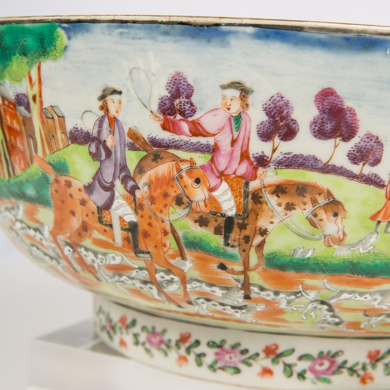 Hand-Painted Antique Chinese Porcelain Hunt Bowl circa 1770 For Sale