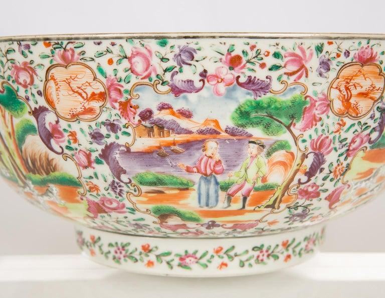 Antique Chinese Porcelain Hunt Bowl circa 1770 For Sale 1