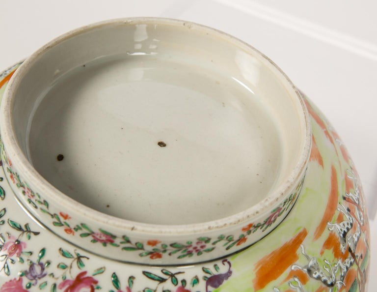 Antique Chinese Porcelain Hunt Bowl circa 1770 For Sale 3
