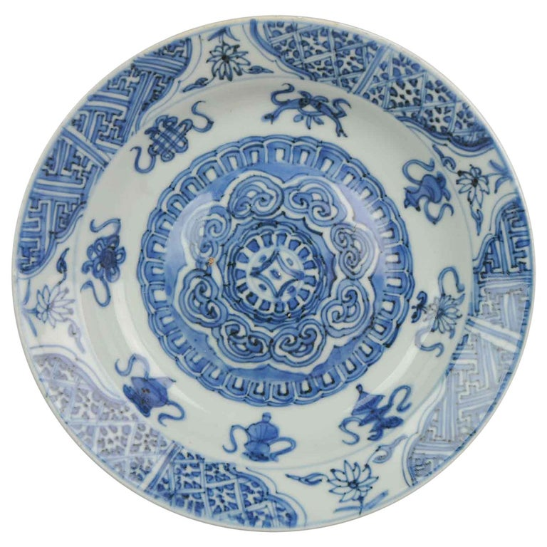 Antique Chinese Porcelain Plate 17th Century Ming Dynasty Wanli Period For Sale