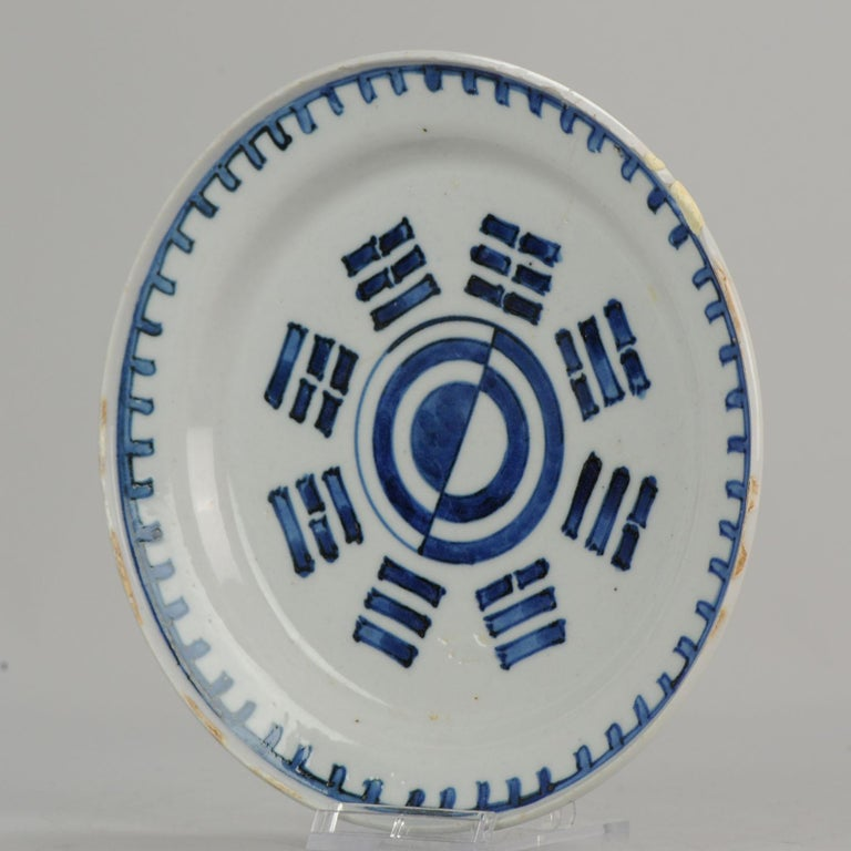 A very nicely decorated plate from the 17th century with a scene of the Eight trigram,  The Eight Trigrams (Pa Kua)  The eight diagrams symbolize the eight natural phenomena: sky, earth, thunder, wind, water, fire, mountain and lake.  Through