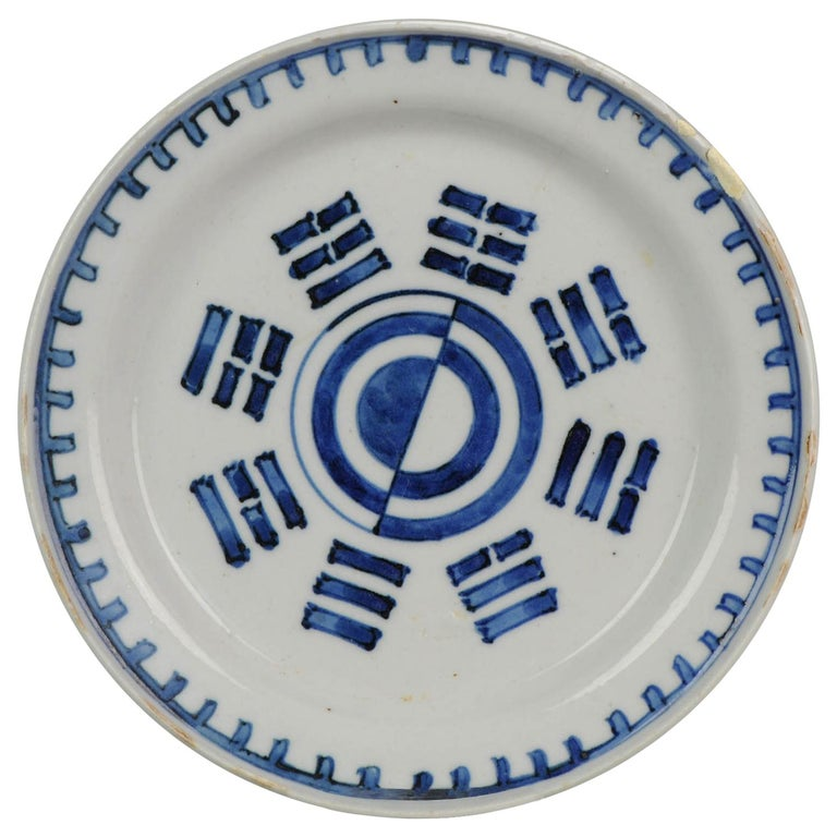 Antique Chinese Porcelain Trigram Dish Late Ming Tianqi or Chongzhen Plate For Sale