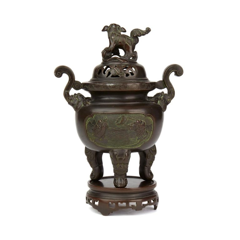 Antique Chinese Qing Bronze Censer and Stand, 19th Century In Good Condition For Sale In Bishop's Stortford, Hertfordshire