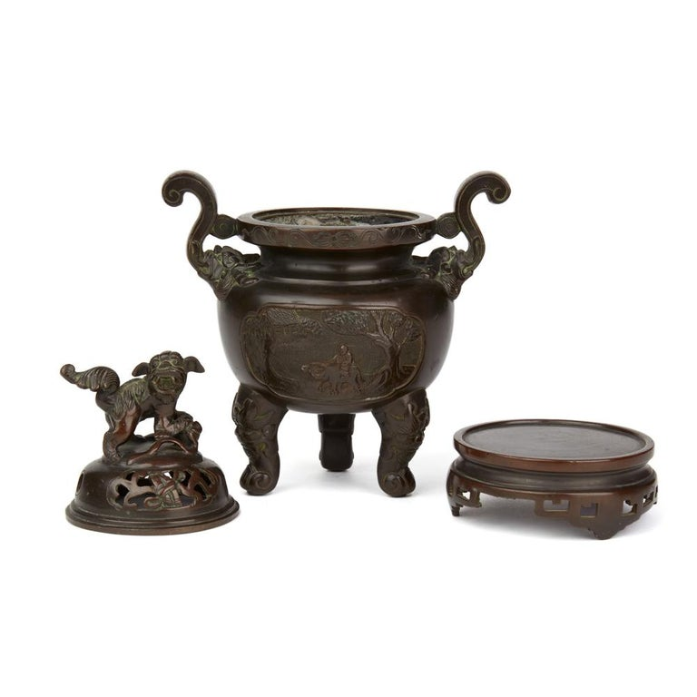 Antique Chinese Qing Bronze Censer and Stand, 19th Century For Sale 1