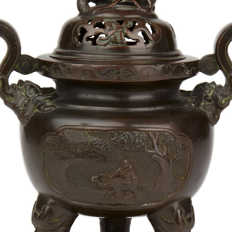 Antique Chinese Qing Bronze Censer and Stand, 19th Century For Sale 6