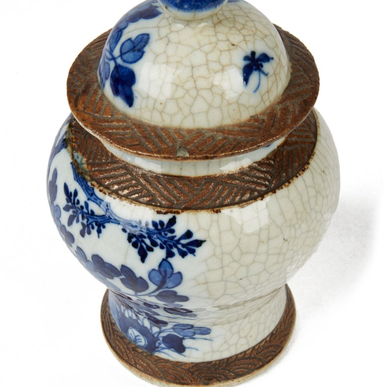 Antique Chinese Qing Porcelain Blue and White Lidded Ginger Jar, 19th Century For Sale 2
