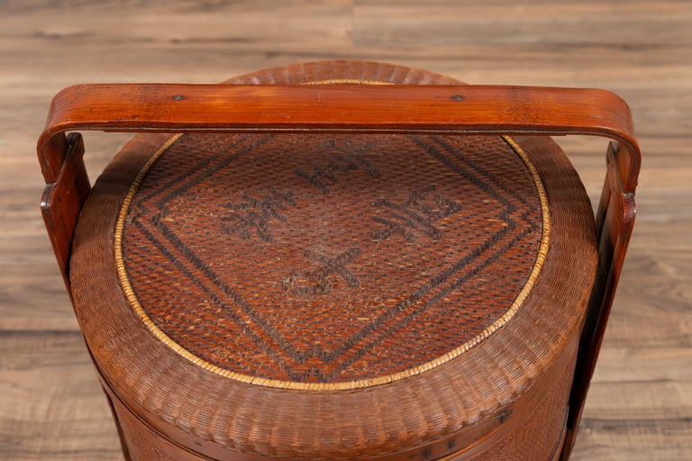 Antique Chinese Rattan Nested Lunch Basket with Carved Handle and Calligraphy In Good Condition For Sale In Yonkers, NY