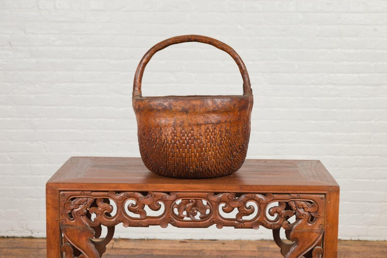 Qing Antique Chinese Round Carrying Basket with Intricate Woven Rattan Design For Sale