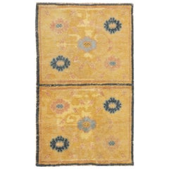 Antique Chinese Rug. Size: 2 ft 3 in x 3 ft 9 in (0.69 m x 1.14 m)