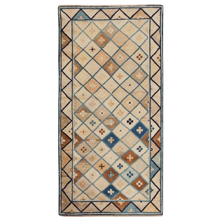 Antique Chinese Rug. Size: 3 ft x 5 ft 8 in (0.91 m x 1.73 m)