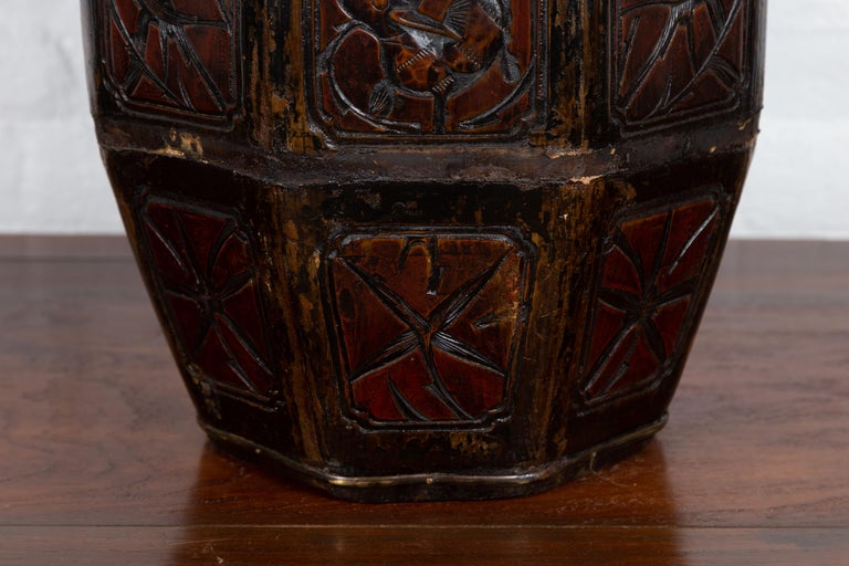 Antique Chinese Wedding Box with Carved Handle, Animals and Foliage Motifs In Good Condition For Sale In Yonkers, NY