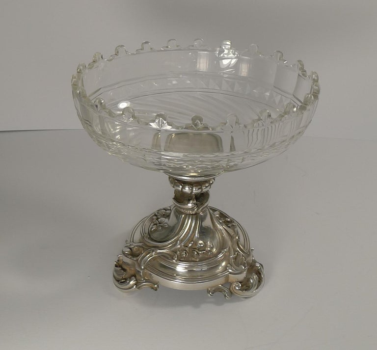 Antique Christofle et Cie Silvered Bronze and Crystal Centrepiece, circa 1900 In Good Condition For Sale In London, GB