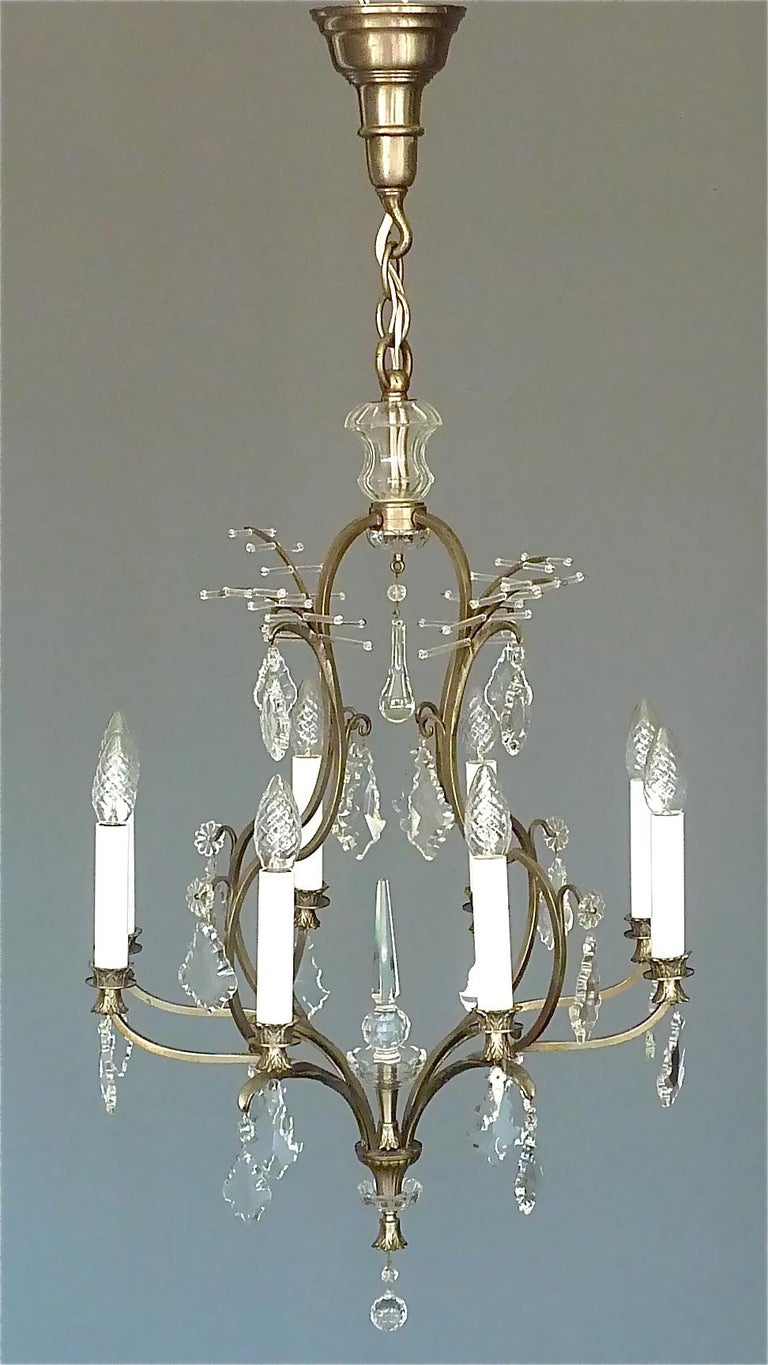 Antique Classical Eight-Light Crystal Glass Chandelier Vienna, circa 1910-1920 In Good Condition For Sale In Nierstein am Rhein, DE