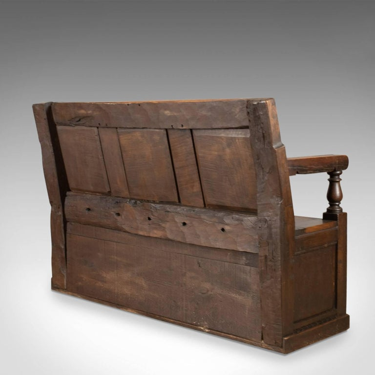 Antique Coffer Settle English Oak Bench, Chest, Trunk Seat, circa 1700 In Good Condition In Hele, Devon, GB
