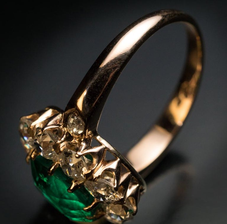 Antique Colombian Emerald Diamond Engagement Cluster Ring In Excellent Condition For Sale In Chicago, IL