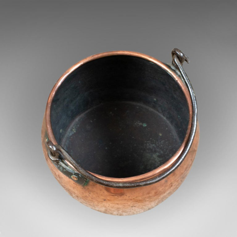 Antique Copper Cauldron, Georgian Pot, Fireside Log or Coal Scuttle, Heavy In Good Condition For Sale In Taunton, GB
